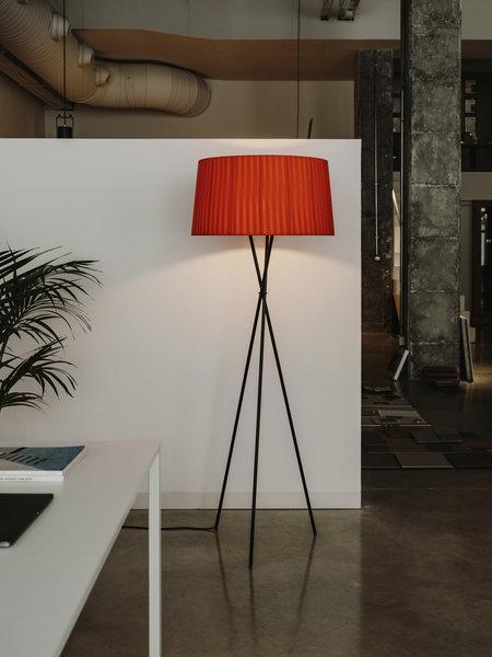 Trípode Floor Lamps Santa Cole, Floor Lamp Concrete Base Repair