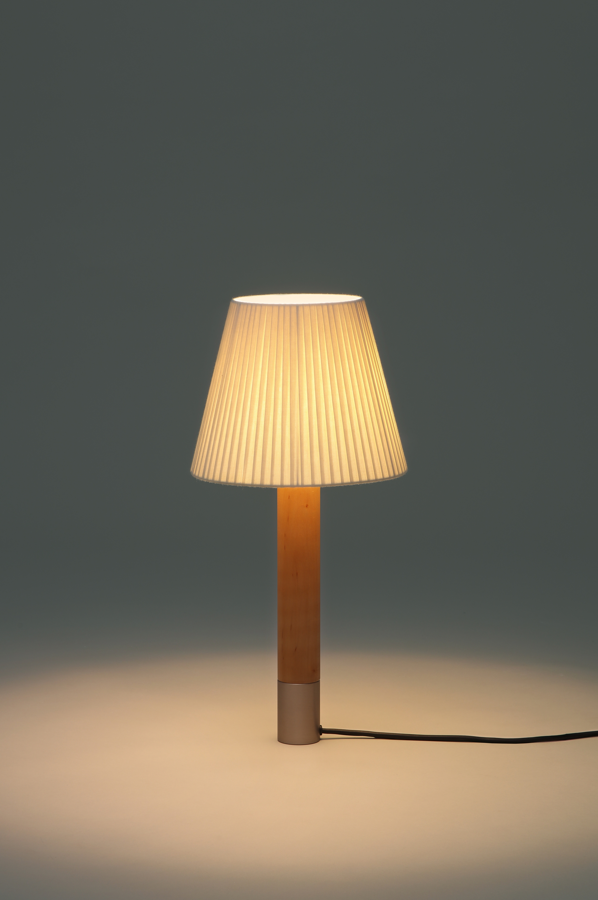 Bsica table lamps santa cole team mozeypictures Choice Image