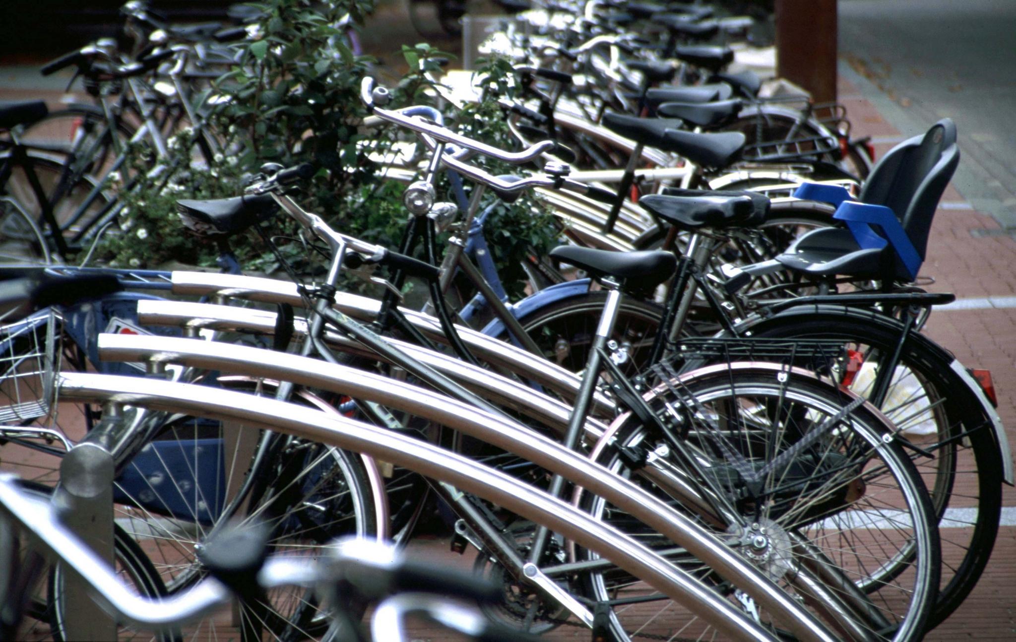 Bicilínea, aparcamientos bicicletas - Beth Galí