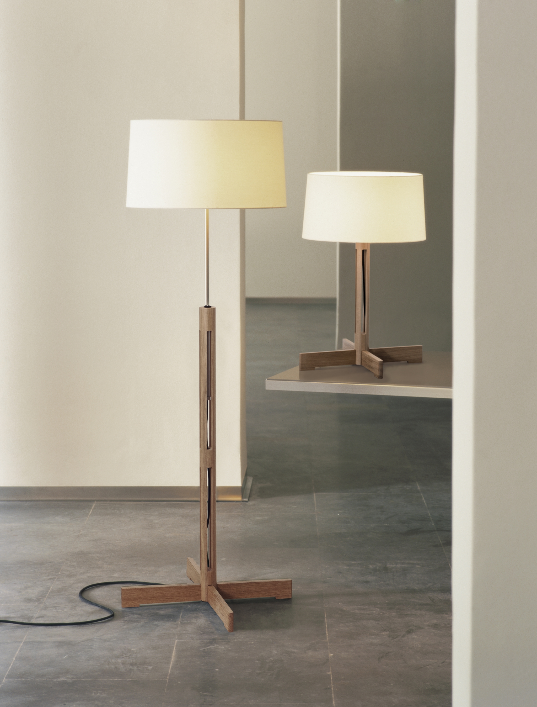 Floor lamps produced by Lampada Corporation 31